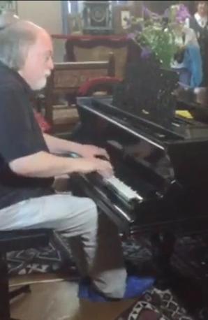 Peter Donohoe plays Tchaikovsky's piano